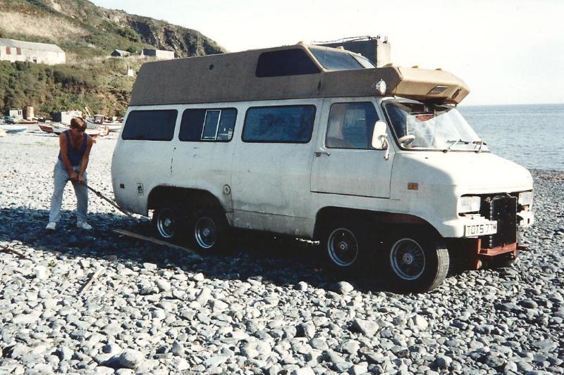 Bedford CF2 Van 8 roues – 1980
