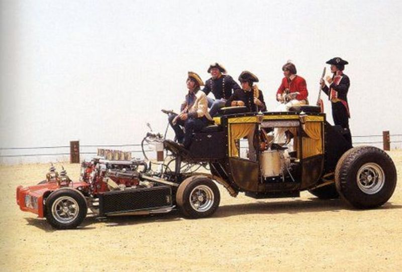 Six-wheeler Raiders Coach de George Barris – 1969