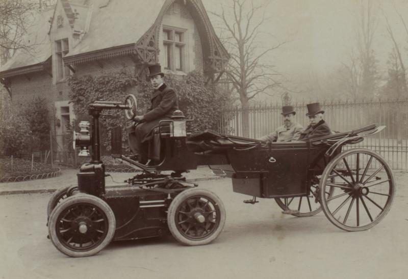 Les Premières Voitures à 6 roues – Chevaux, Vapeur, Électrique et Essence