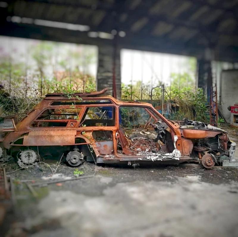 Les restes de la R5 Turbo 6 roues de Christian de Léotard