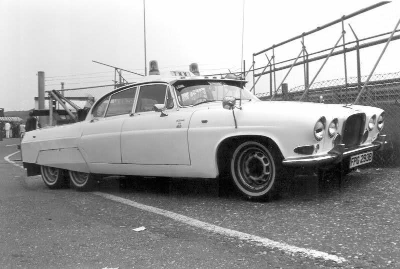 Jaguar MK X 6 roues – Dépanneuse de circuit automobile