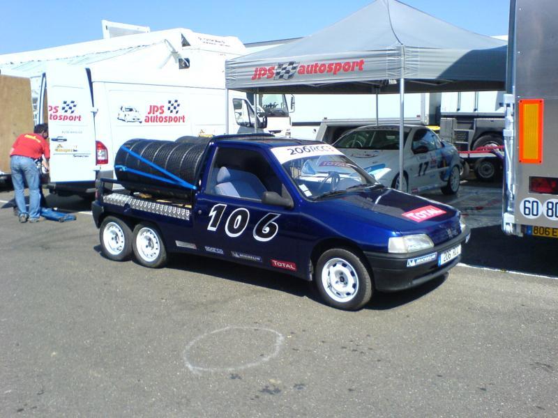 Peugeot 106 à 6 roues