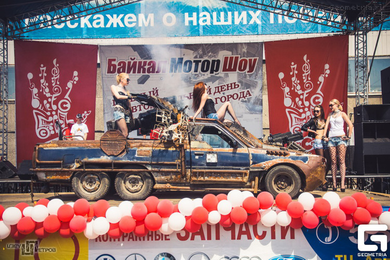 Toyota Carina Surf 6 roues Death Race – Roman Sergeevich Nikitin – 2011